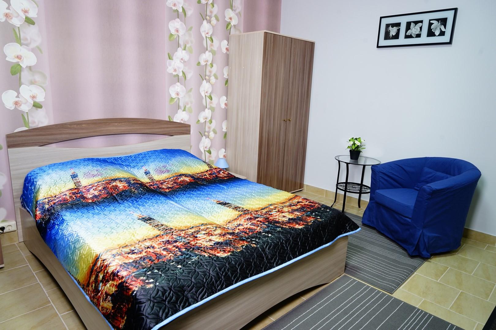 """двуспальная кровать в номере """"Полулюкс"""""""