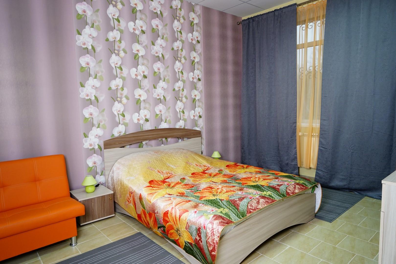 двуспальная кровать в семейном номере