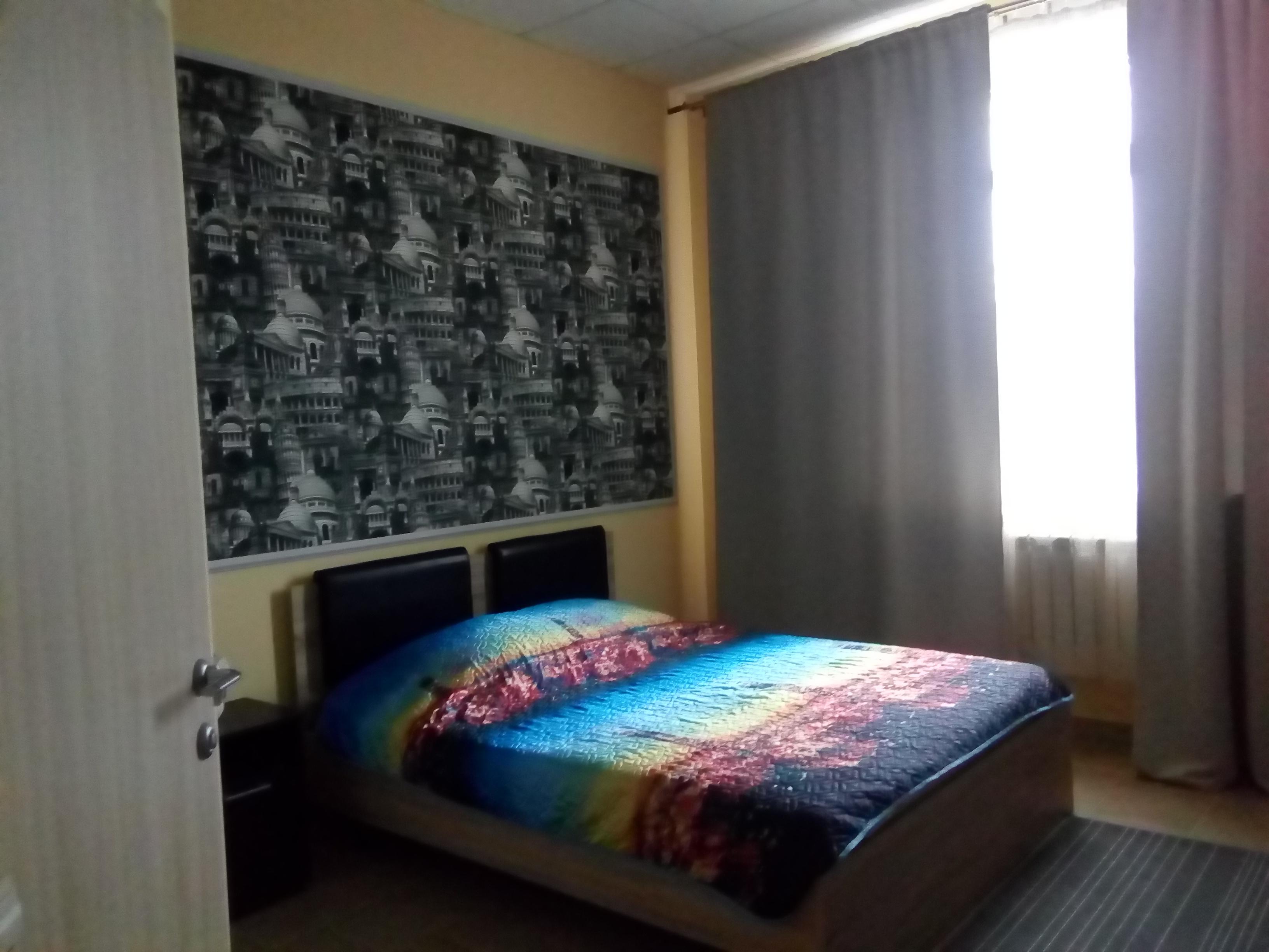 большая кровать фото